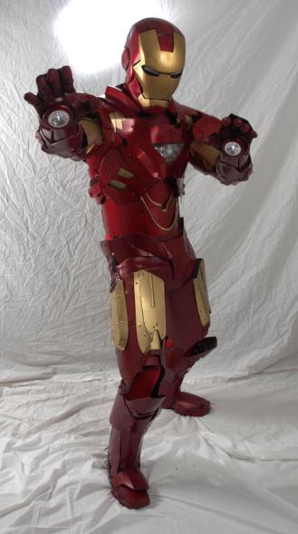 """还为《钢铁侠》中的女主角小辣椒波兹设计了一款""""营救盔甲"""