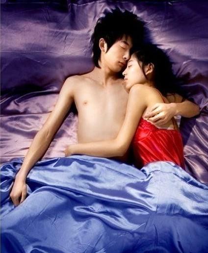 卧室揭秘 哪种睡姿的男女最般配